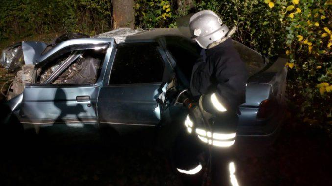 Цієї ночі на Прикарпатті трапилася автомобільна аварія. На місце події виїжджали поліція та рятувальники